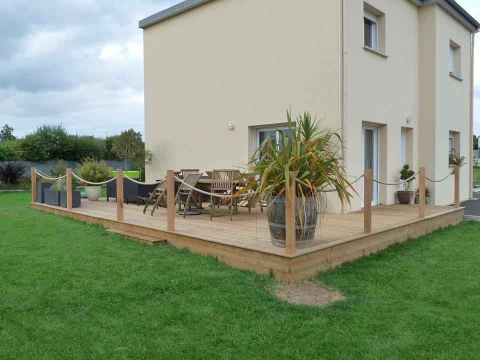 Terrasse bois originale avec garde-corps cordage